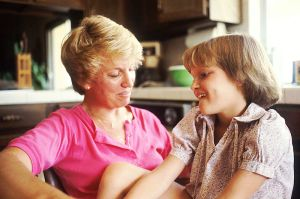 800px-mother_and_daughter_talking